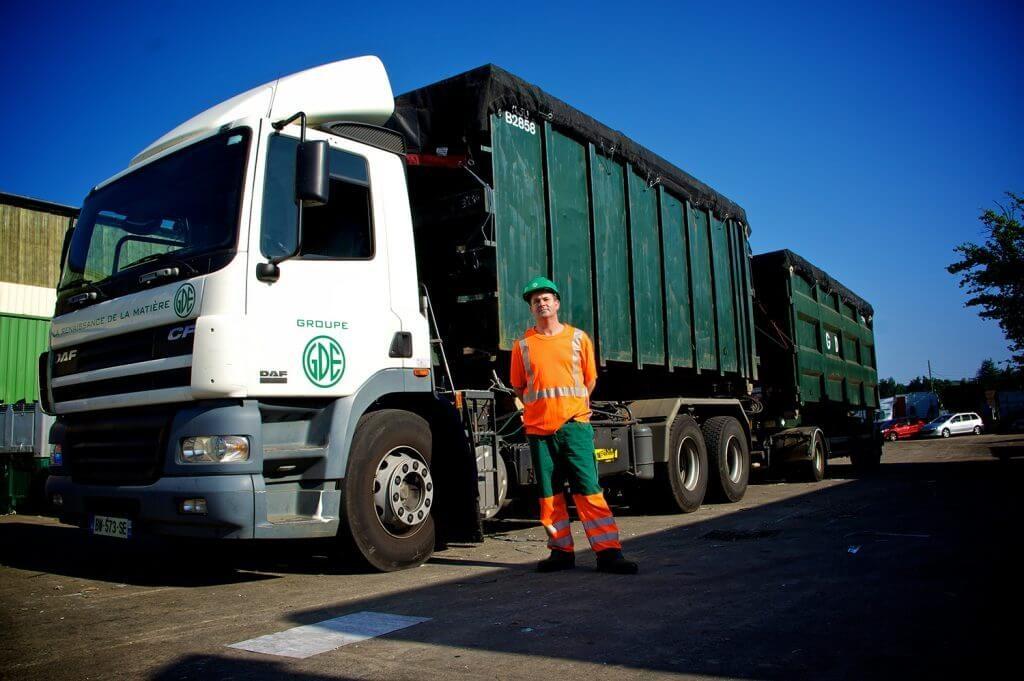 Camion benne GDE Recyclage sur le site de Montpellier